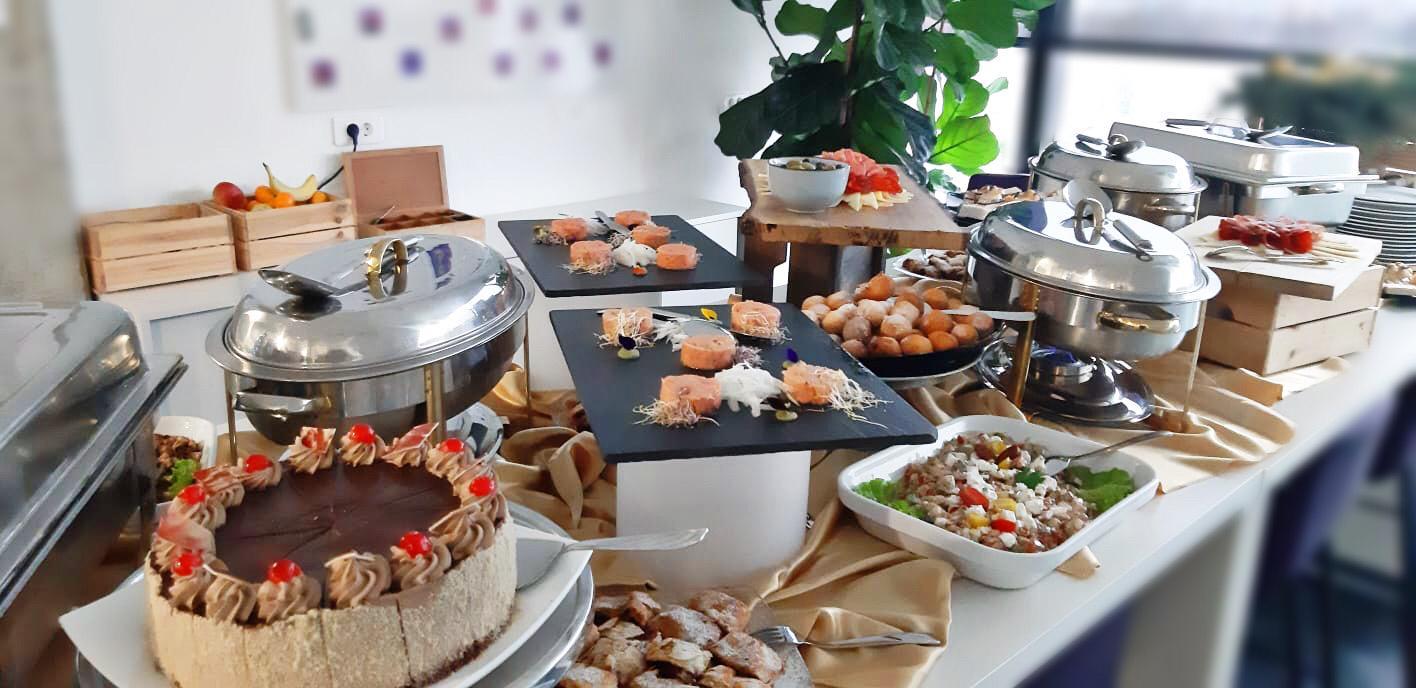 Dostava jela sa aranžiranjem catering Ivić